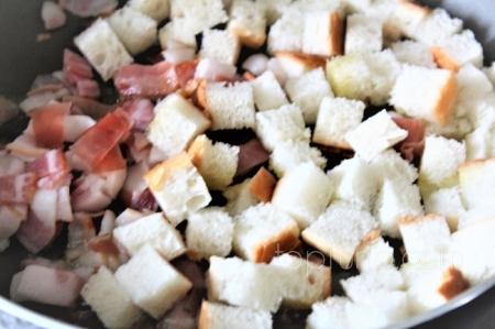 Салат из свеклы с фасолью и сухарями
